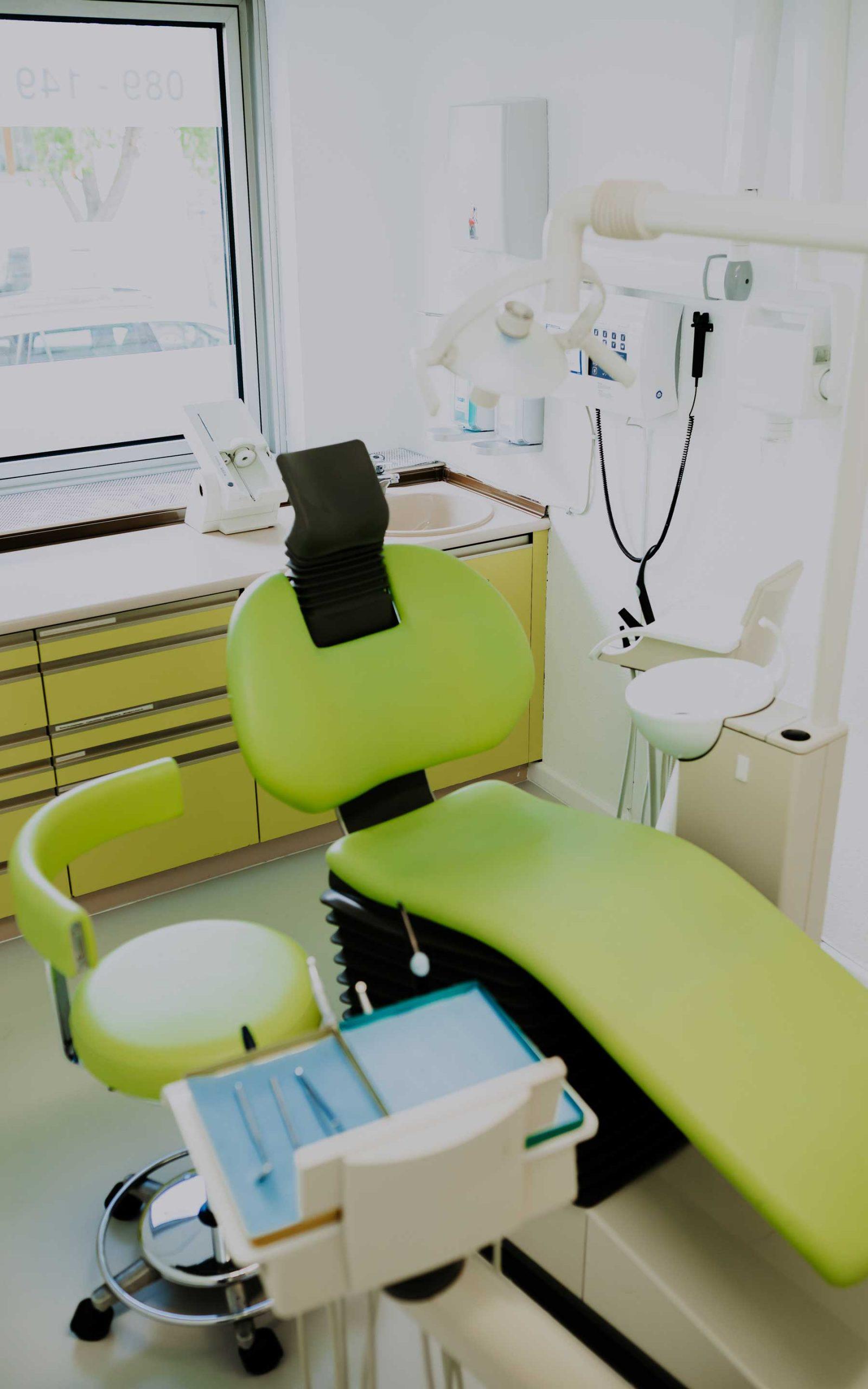 Behandlungsraum Grün bei Zahnarztpraxis Barbutova