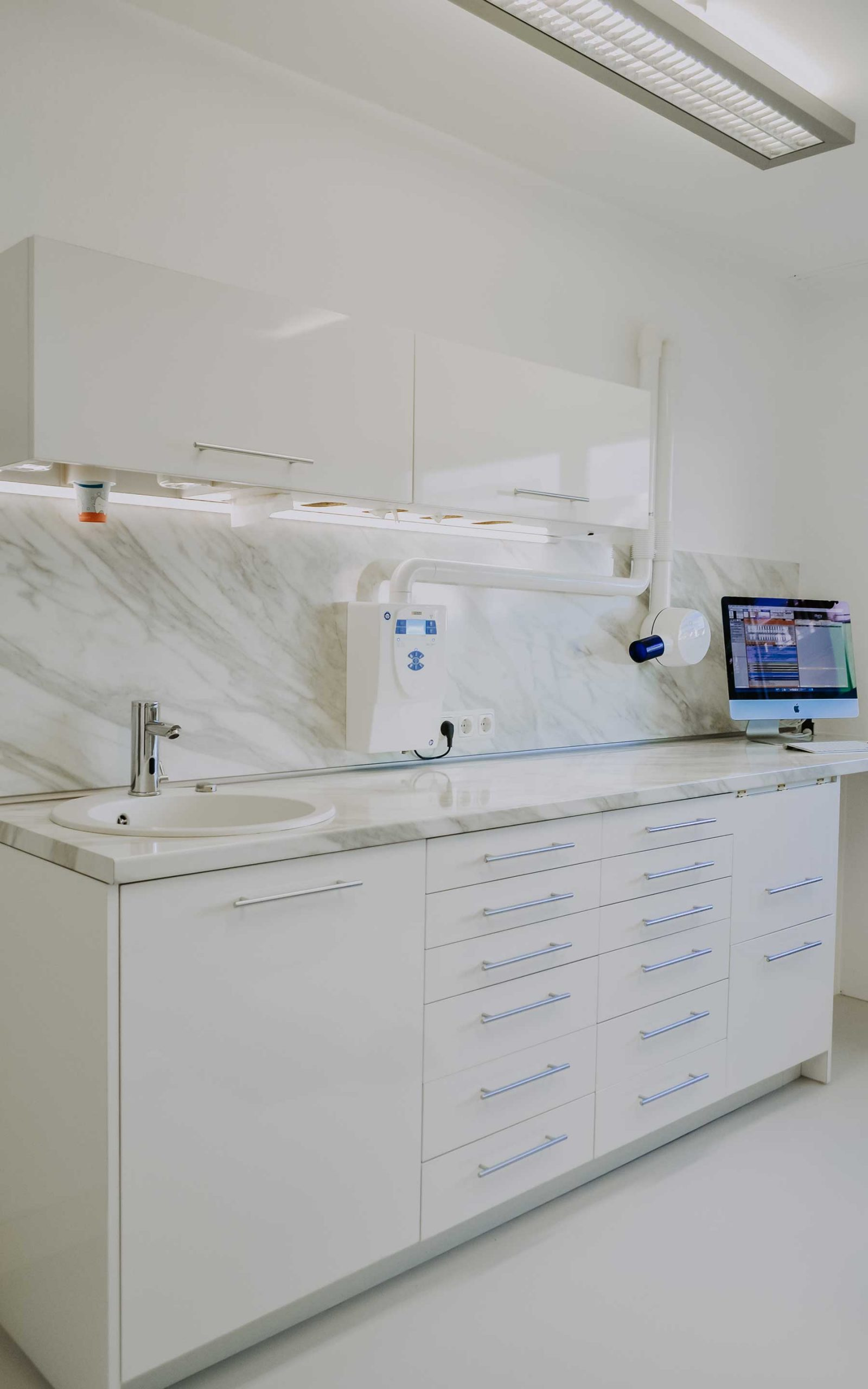 Zahnarztpraxis Barbutova Behandlungsraum Arbeitsbereich